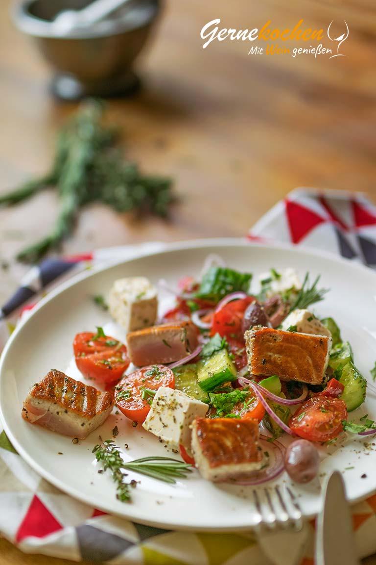 >Thunfisch-Ragout medium rare mit Bauernsalat. Gernekochen mit Wein