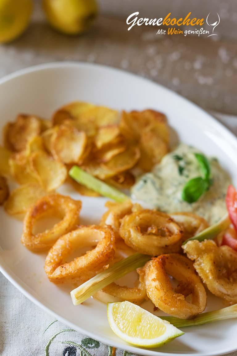 Kalamaria – Frittierte Tintenfischringe mit Kartoffelchips und Basilikum-Mayonnaise