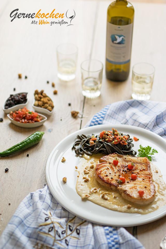 Schwertfisch auf Maulbeer-Walnuss-Sauce. Gernekochen - Mit Wein genießen