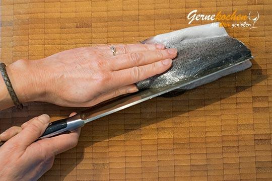 Wie filetiert man eine Forelle? - Zubereitungtsschritt 1