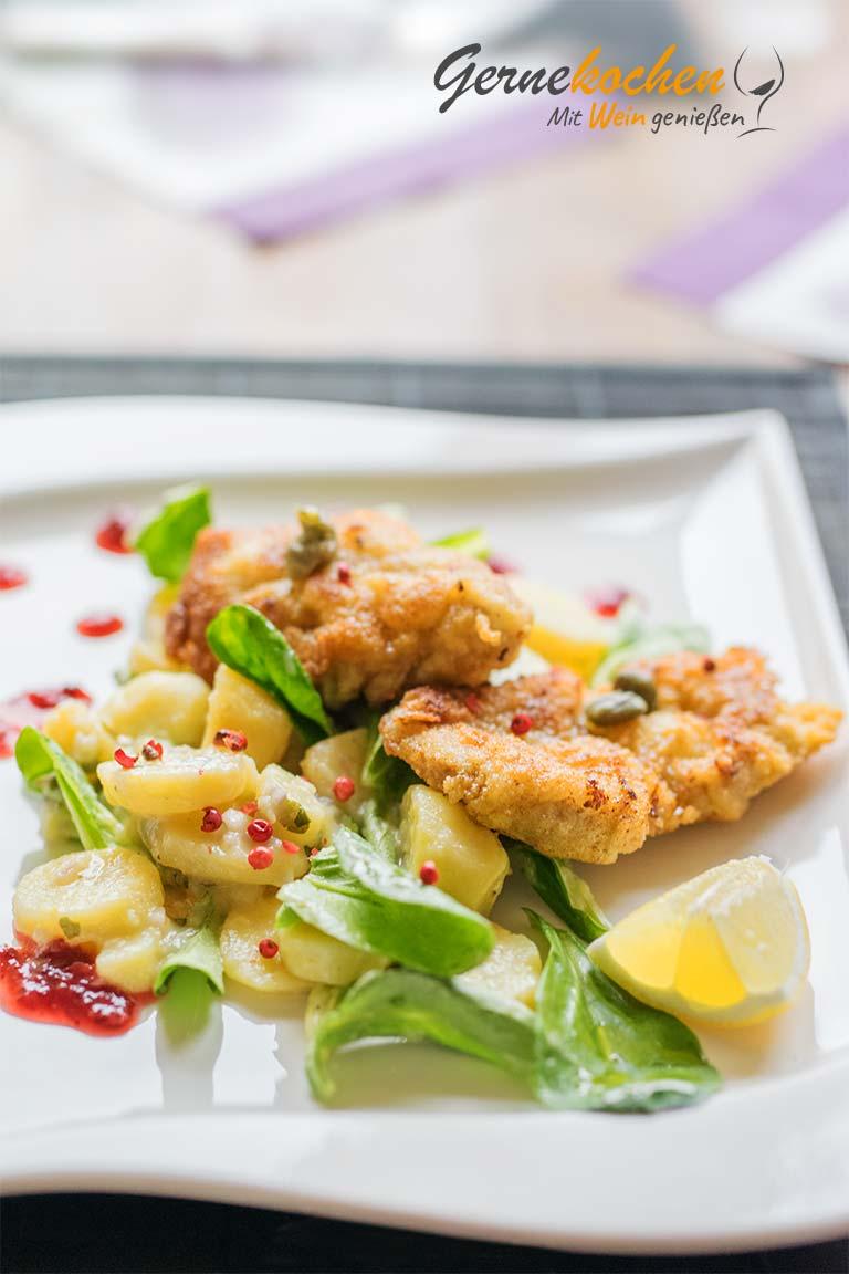 Wiener Schnitzel mit Kartoffelsalat. Österreichische Küche