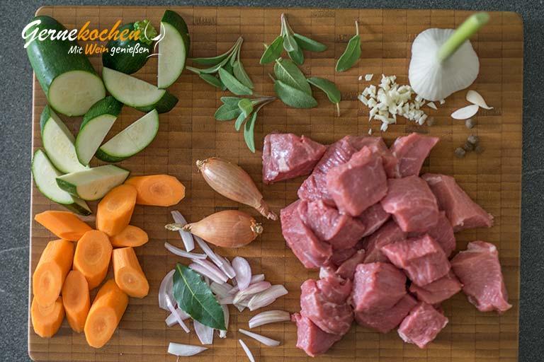 Kalbsragout mit Salbei und gebratenen Austernpilzen – Zubereitungsschritt 1