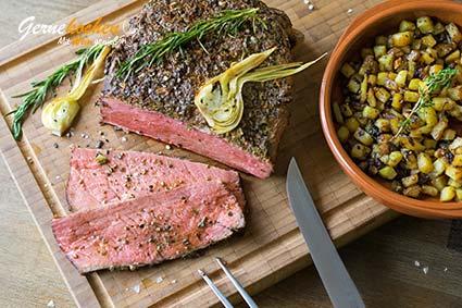 Roastbeef mit Kräuterkruste aus dem Backofen) mit gehackten Walnüssen