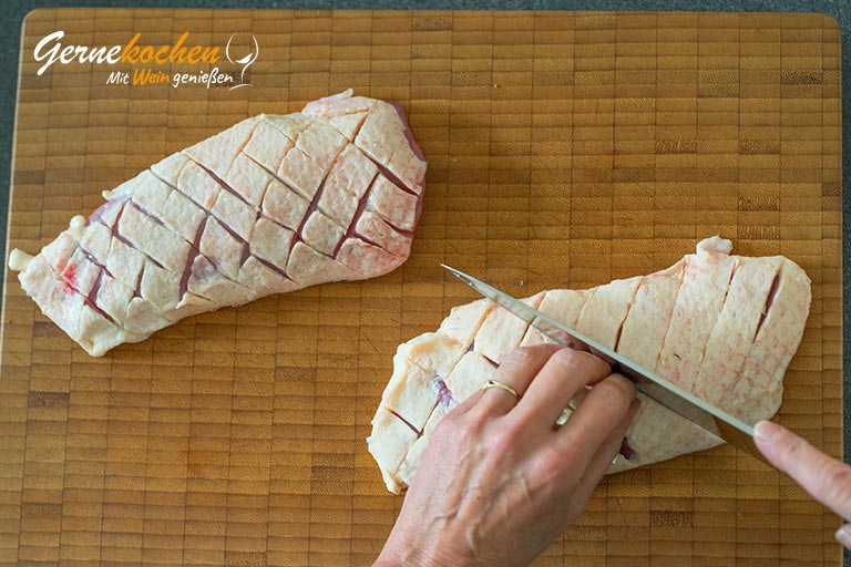 Gebratene Entenbrust mit Granatapfel-Rotwein-Sauce  - Zubereitungsschritt 1
