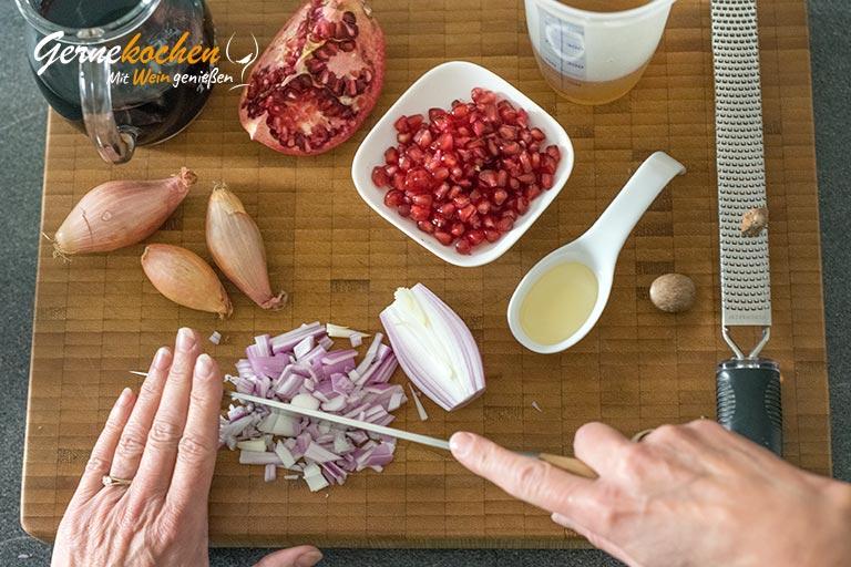 Gebratene Entenbrust mit Granatapfel-Rotwein-Sauce  - Zubereitungsschritt 3