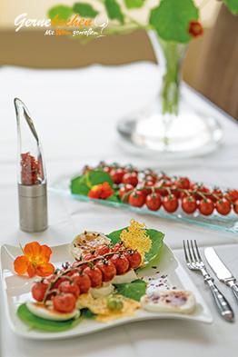 Gernekochen - Mit Wein genießen Karamelisierte Kirschtomaten auf Mozzarella