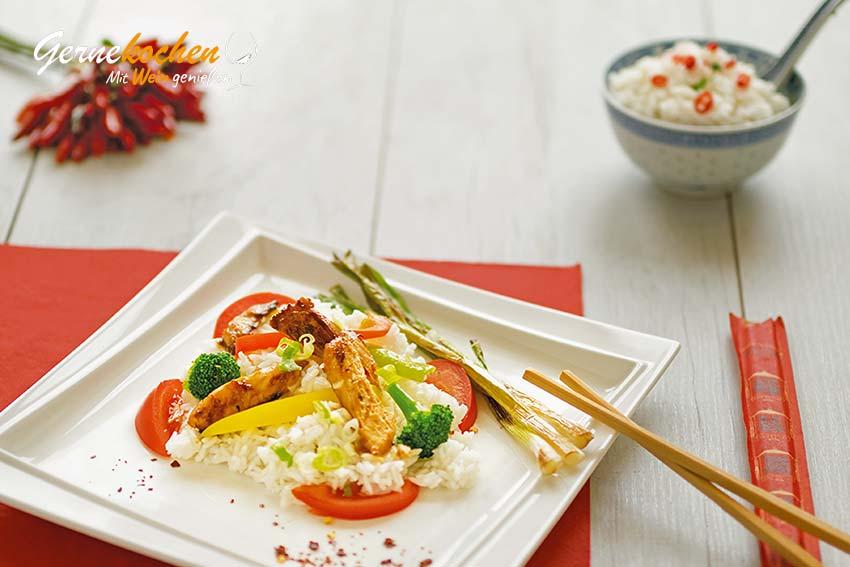 Wok-Gemüse-Pfanne mit Hähnchen Rezept. Chinesische Wokpfanne