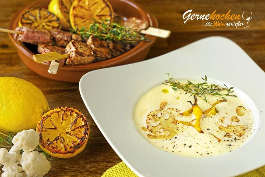 Zitronen-Blumenkohl-Suppe mit Filetspießchen
