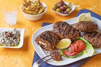 Bifteki vom Grill mit mediterranen Pommes frites Rezept