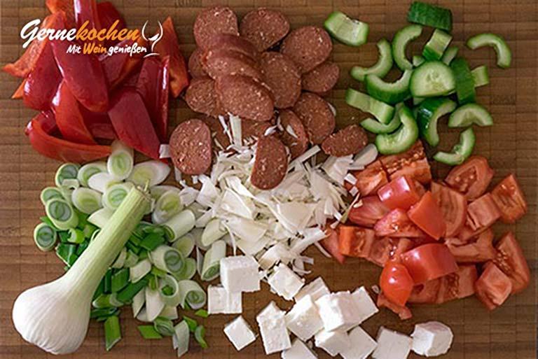 Feta-Gemüsepäckchen mit Knoblauchwurst – Zubereitungsschritt 1