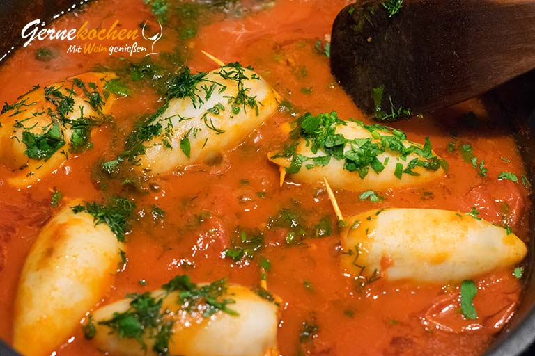 Gefüllte Tintenfische in Tomatensauce (Kalamarákia gemistá) - Zubereitungsschritt 4.3