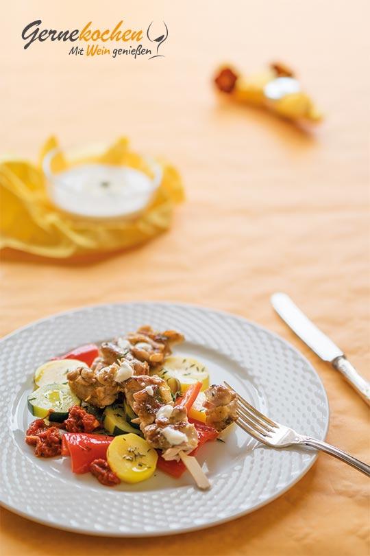 Hähnchen-Kebab mit buntem Sommergemüse. Gernekochen - Mit Wein genießen.