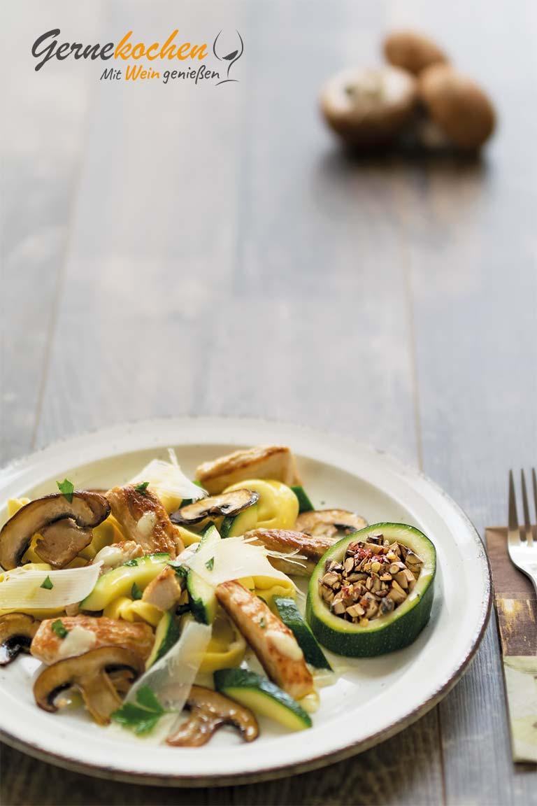 Puten-Zucchini -Pfanne mit Champignons. Gernekochen - Mit Wein genießen