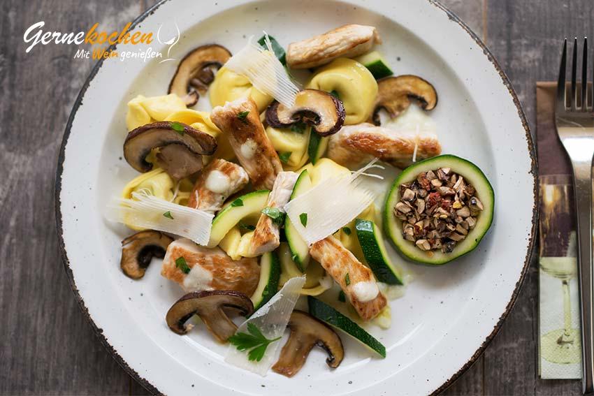 Putenpfanne mit Gemüse und Champignons