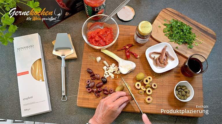 Spaghetti alla puttanesca - Zubereitungsschritt 1