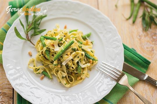 Tagliatelle mit Gemüse und Kräuter-Pesto. Gernekochen mit Wein