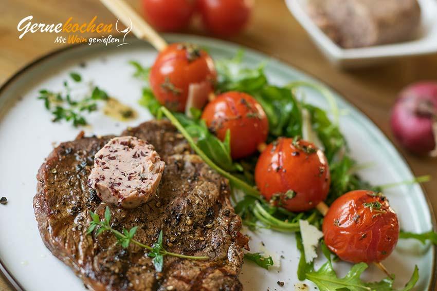 Entrecôte-Steak mit Rotweinbutter auf mediterrane Art