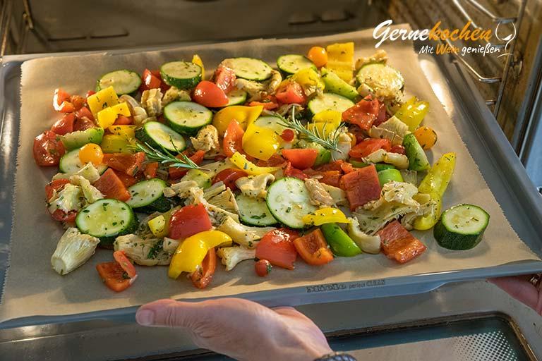Mediterranes Ofengemüse mit Sardellen, Austernpilzen und Quinoa – Zubereitungsschritt 3