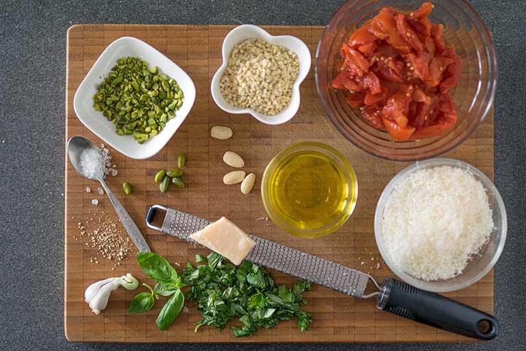 Pasta mit Pesto alla trapanese nach sizilianischer Art – Zubereitungsschritt 1