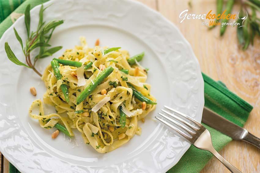 Tagliatelle mit Kräuter-Pesto und grünen Bohnen