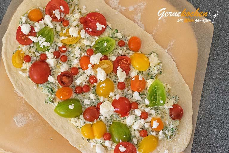 Flammkuchen mit Feta und Tomaten - Zubereitungsschritt 3