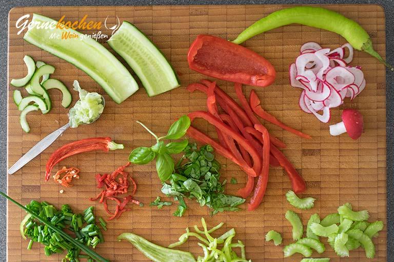 Kalte Gemüsesuppe mit griechischem Joghurt – Zubereitungsschritt 1.3