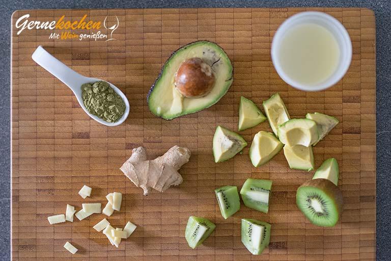 Avocado-Kiwi-Smoothie mit Ingwer und Kokoswasser – Arbeitsschritt 2