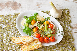 Food-Fotografie: Antipasti mit Pilzen und bunten Tomaten