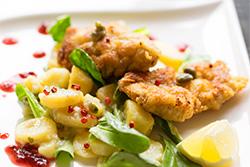 Food-Fotografie: Wiener Kalbsschnitzel mit Kartoffelsalat