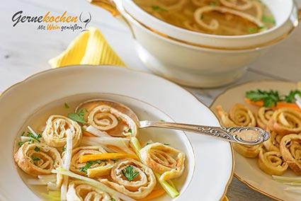 Flädlesuppe bzw. Fritattensuppe oder Pfannkuchensuppe Rezept