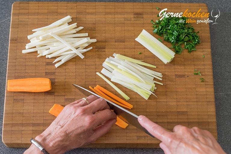 Flädlesuppe bzw. Fritattensuppe oder Pfannkuchensuppe - Zubereitungsschritt 4