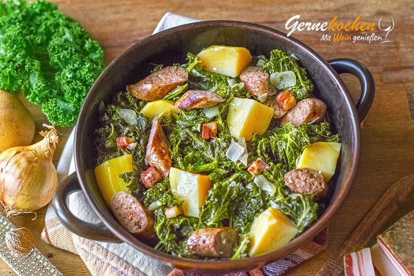 Grünkohl mit Kartoffeln, Würstchen und Speck Rezept