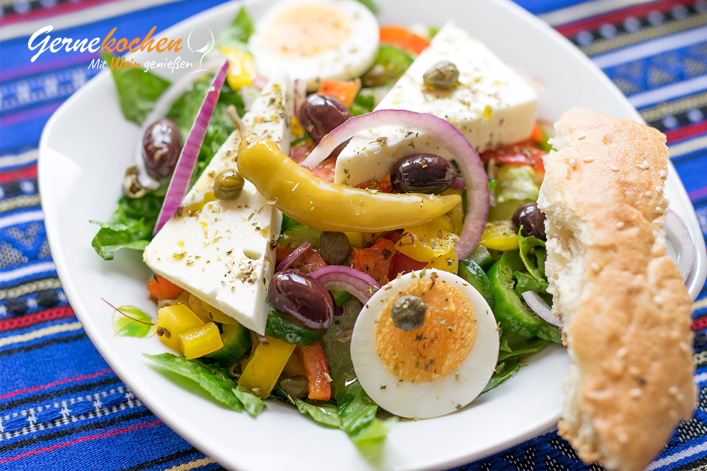 Griechischer Salat. Gernekochen - Mit Wein genießen